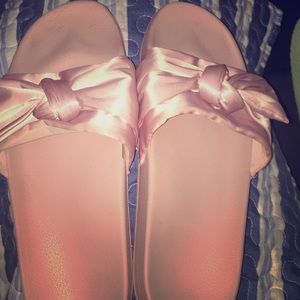 Pink bow slippers size 9-10